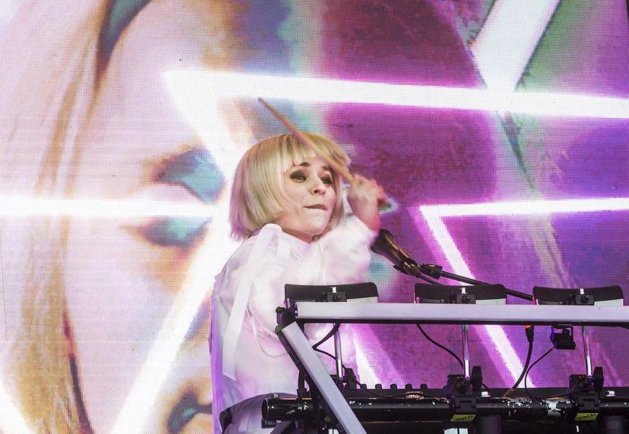 Vesala on siirtynyt musiikissaan entistä elektronisempaan suuntaan. Visuaalisesti loistelias show olisi ollut helppo kuvitella myös Euroopan suurlavoille.