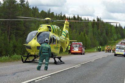 Taivalkoskella Kuusamontiellä kolmen ajoneuvon kolari – osallisena kuusi henkilöä, joista vakavasti loukkaantunut kuljetettiin jatkohoitoon helikopterilla