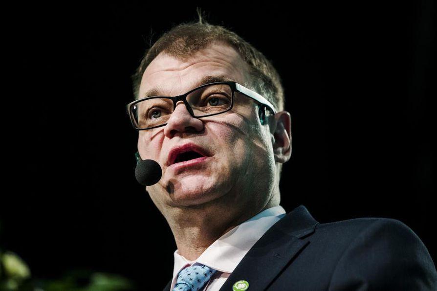 – Suomalaiseen yhteiskuntaan kuuluu se, että virheitä tulee, niistä voi oppia ja ne voi myös saada anteeksi, pääministeri Juha Sipilä kommentoi kohua.