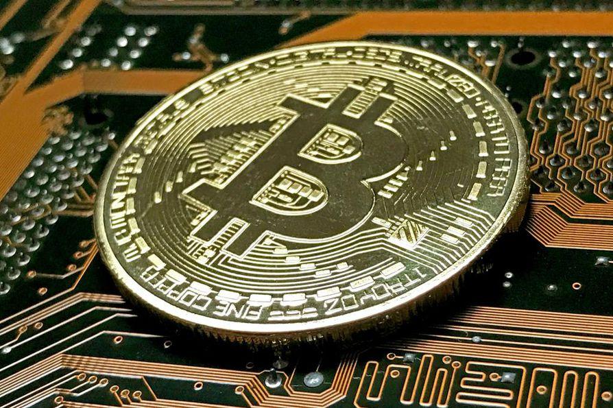 Verottaja on analysoinut parin vuoden aikana noin 10 000 bitcoin-lompakkoa ja niihin liittyviä maksusuorituksia. Kuvassa on symboliraha, bitcoin on virtuaalivaluutta.