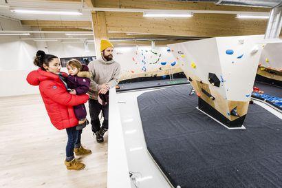 Kiipeily- ja joogakeskus Väki rakensi Rovaniemen Eteläkeskukseen noin 250 neliötä kiipeilyseinää – Paikallinen kiipeilyseura sulki oman treenipaikkansa hyvillä mielin