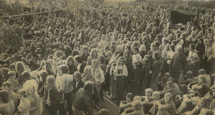 Toinen Kuusrock järjestettiin heinäkuussa 1974. Yleisö löysi festivaalin.