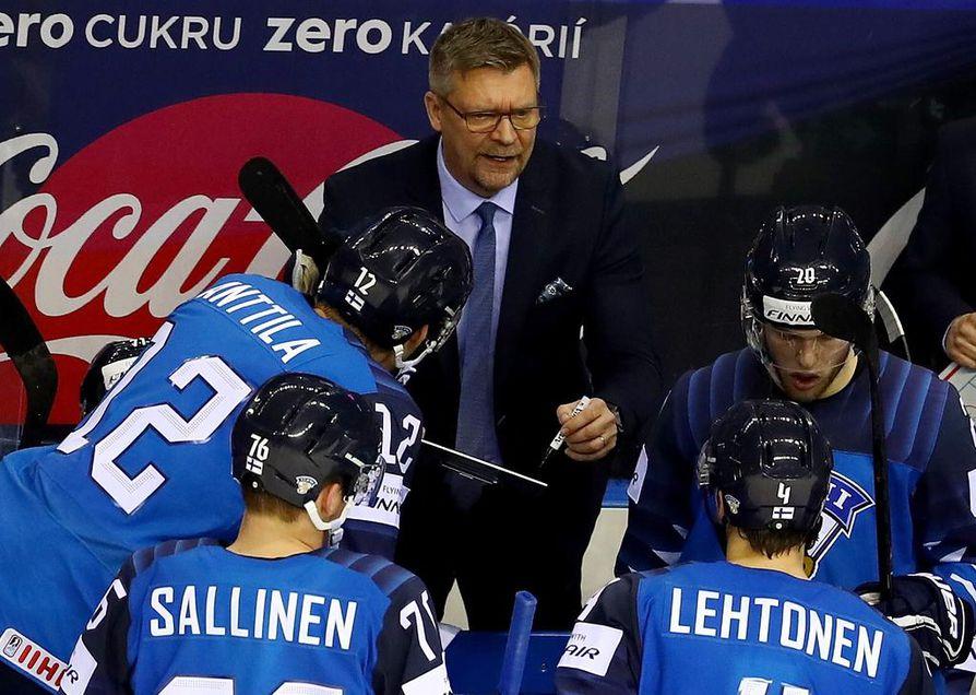Jukka Jalonen saa keittää lauantaina melkoiset käärmekeitot, jotta Leijonat pystyisi kaatamaan ennakkosuosikki Venäjän.