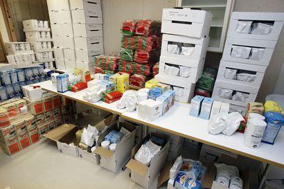"""Ruokapaketteja jaossa Piippolassa keskiviikkoiltana: """"Avulle on tarvetta myös Siikalatvan alueella"""""""