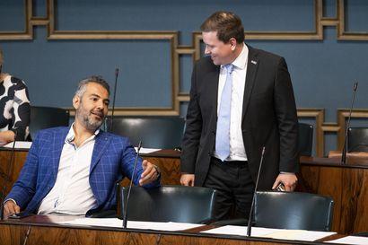 """Perussuomalaiset vaatii eduskuntaa koolle kesken loman – Ryhmäpuheenjohtaja: """"Perussuomalaiset esittäisi epäluottamuslausetta"""", pääministeri ei saa hyväksikäyttää istuntotaukoa"""