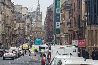 Kuutta ihmistä puukotettiin Glasgow'n keskustassa – poliisi ampui puukottajan kuoliaaksi