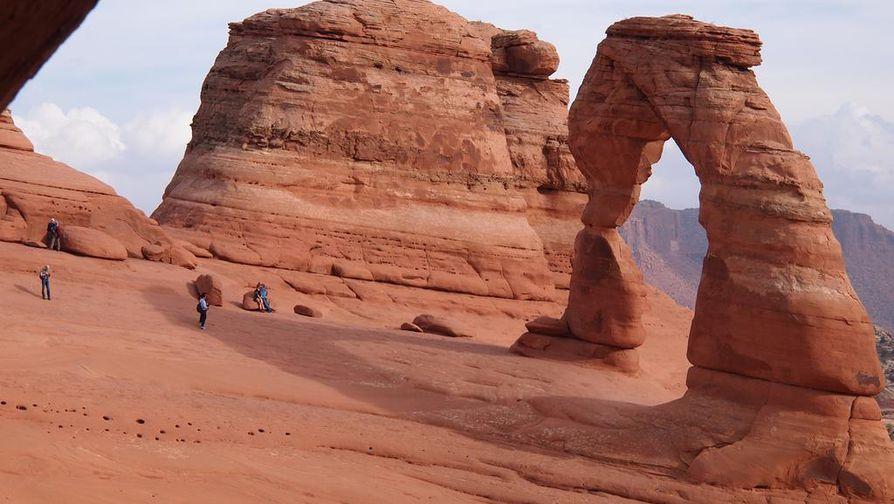 Delicate Archin kuvauksellinen luonnonkaari kuuluu Archesin kansallispuiston suosituimpiin nähtävyyksiin.