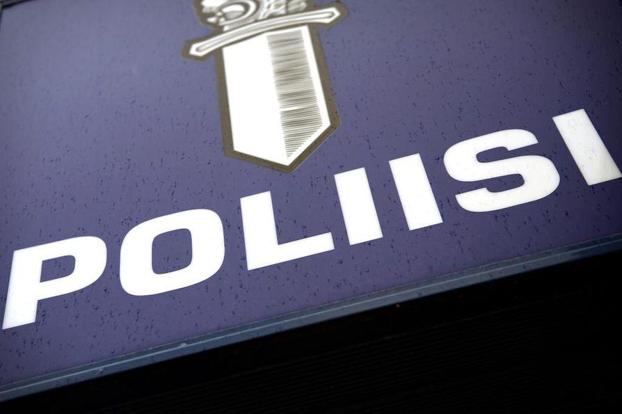 Poliisin mukaan Asema-aukion reilun viikon takaisesta pahoinpitelystä epäilty mies on edelleen pidätettynä.