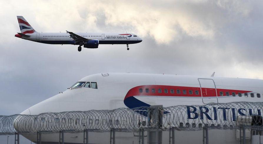 Usean muun lentoyhtiön tapaan British Airways ilmoitti keskiviikkona keskeyttävänsä kaikki lennot Manner-Kiinaan.