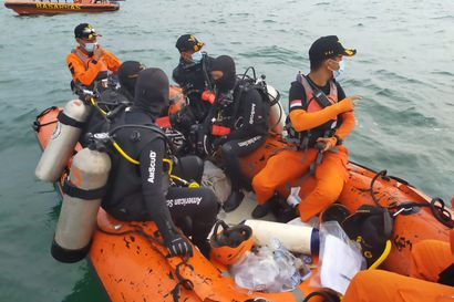 Merestä löytyi ruumiinosia Indonesiassa – myös turmakoneen mustat laatikot paikallistettiin