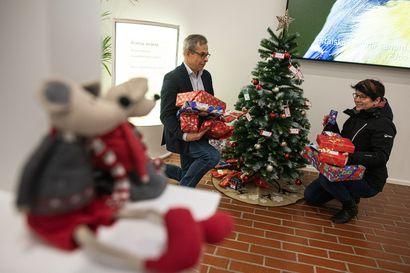 """""""Joulupuukeräyksestä saatu lahja voi olla jollekin lapselle ainoa koko jouluna"""" – Auta tekemään lapselle joulu: toiveena 520 lahjaa"""