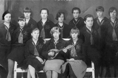 Oululaisen kisälliryhmän Vaaran Tyttöjen vaaralliset laulut saivat vuonna 1929 virkavallan toimimaan, koska ajatus vallankumouksesta oli vielä mielessä puolin jos toisin