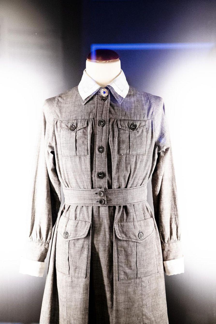 Elisabeth Rehnin pikkulotan puku on lottamuseossa Tuusulassa.