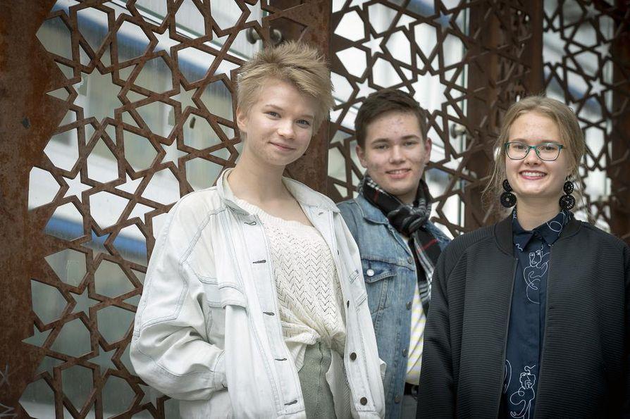 Vieremän elokuvaworkshop on ikuisesti meidän sydämissämme, suitsuttavat Elina Lakkala (vas.), Markus Apila ja Alma Nevala.