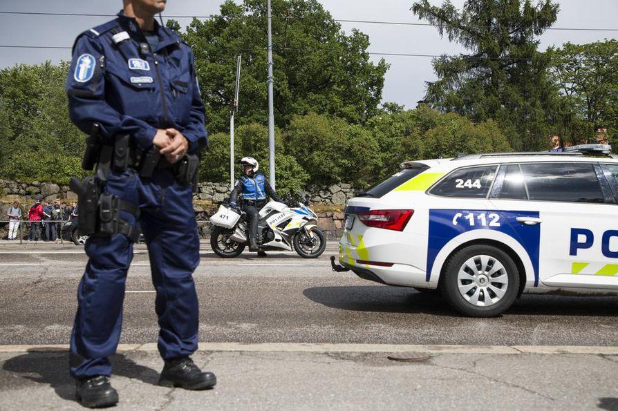 Poliisin mustamaalaaminen ja loanheitto on some-aikakaudella luvattoman helppoa. Poliisin luottamusta kansalaisten keskuudessa ei pitäisi rapauttaa aiheettomalla politisoinnilla.