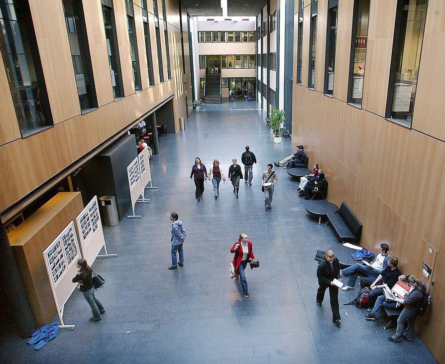 Oulun yliopiston lääketieteellisen tiedekunnan päärakennus. Arkistokuva