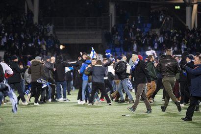 Palloliitossa voidaan huokaista helpotuksesta – Huuhkaja-fanien kentänvaltauksesta vain 10000 euron sakko