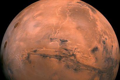 Nyt kannattaa tiirata yötaivaalta punaista Marsia – lue vinkit planeetan katsomiseen Oulun seudulla