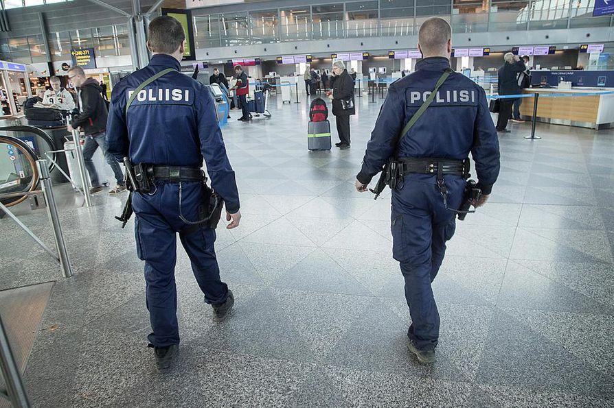 Helsinki-Vantaan sisätiloissa poliisi on jo kieltänyt mielenosoitusten järjestämisen.