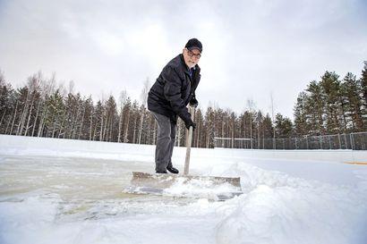 Vihannin Työväenyhdistys lupaa maksaa Kirkonkylän kaukalon jäädyttämisen: Vettä tuotiin jo viime perjantaina