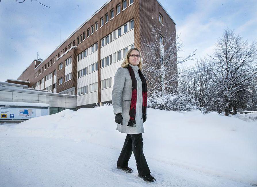 Saija Hyvönen haluaisi tutkia Oulun entisen poliisitalon sisäilmaongelmia ja niiden seurauksia. Rahoitusta hänen ja Hannu Syrjälän työlle on kuitenkin ollut vaikea löytää.