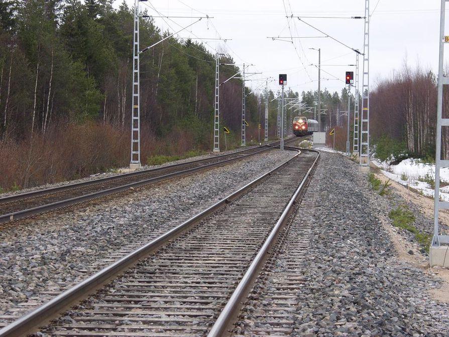 Rovaniemeläinen kansanedustaja Johanna Ojala-Niemelä (sd.) sanoo, että radassa pitäisi huomioida alueen kaivos- ja bioteollisuushankkeet.