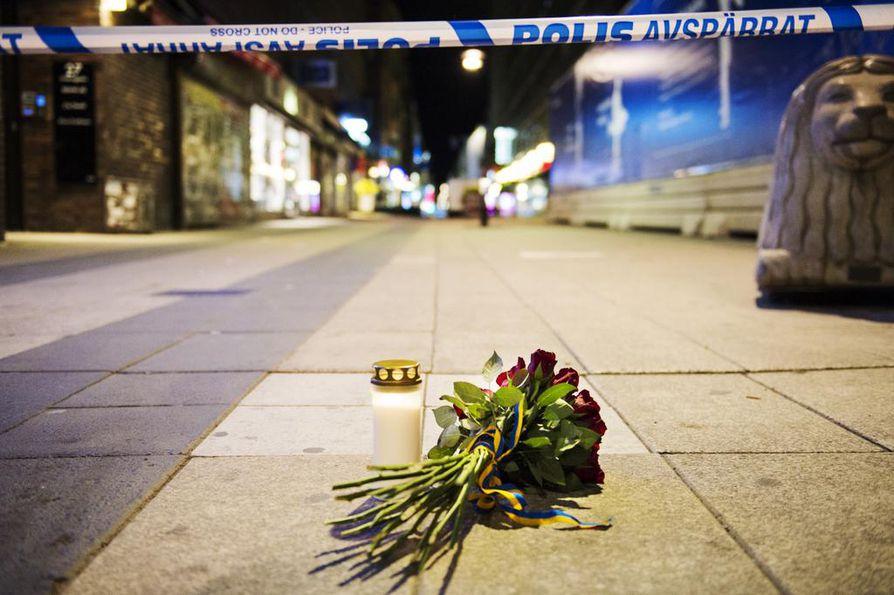 Tukholman keskustassa 7. huhtikuuta 2017 tapahtuneessa terrori-iskussa kuoli viisi henkilöä ja useita loukkantui.