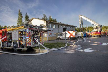Noin 500 neliön teollisuushallissa syttyi tulipalo Ruskossa – ei henkilövahinkoja