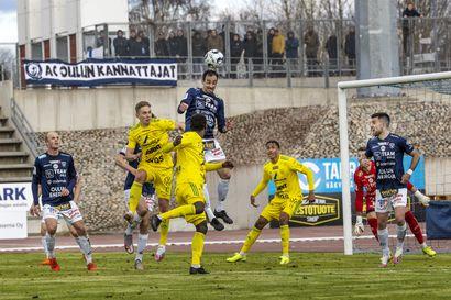 Kerran tuli sanomista, mutta muuten Raatin kentän on kehuttu olevan yksi Suomen parhaiten hoidetuista jalkapalloalustoista
