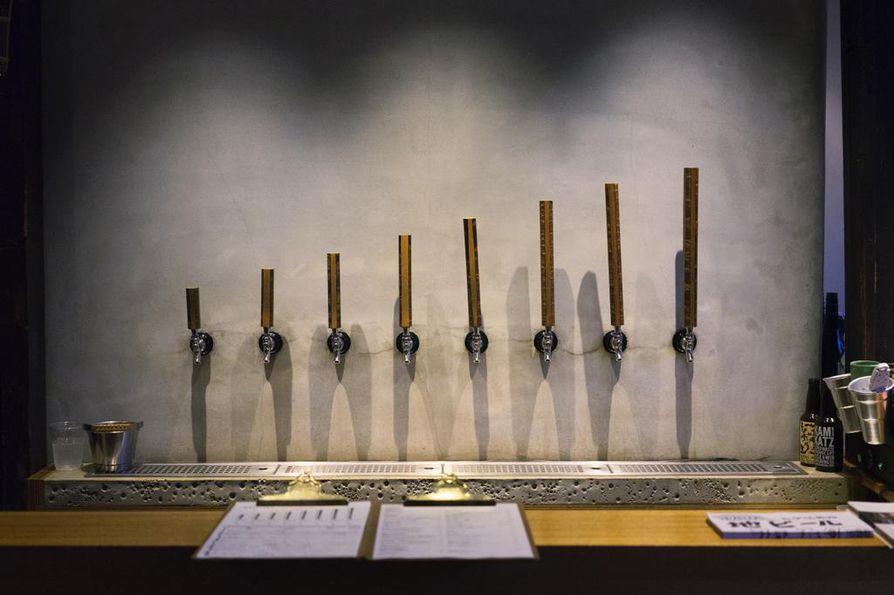 Yksinkertaisimmillaan japanilainen olutravintola eli taproom voi olla niukasti sisustettu huone, jossa on yhtä monta oluthanaa kuin asiakaspaikkojakin. Oluthuone Before9 tarjoaa olutkokemuksia Kioton ydinkeskusten lipeillä.