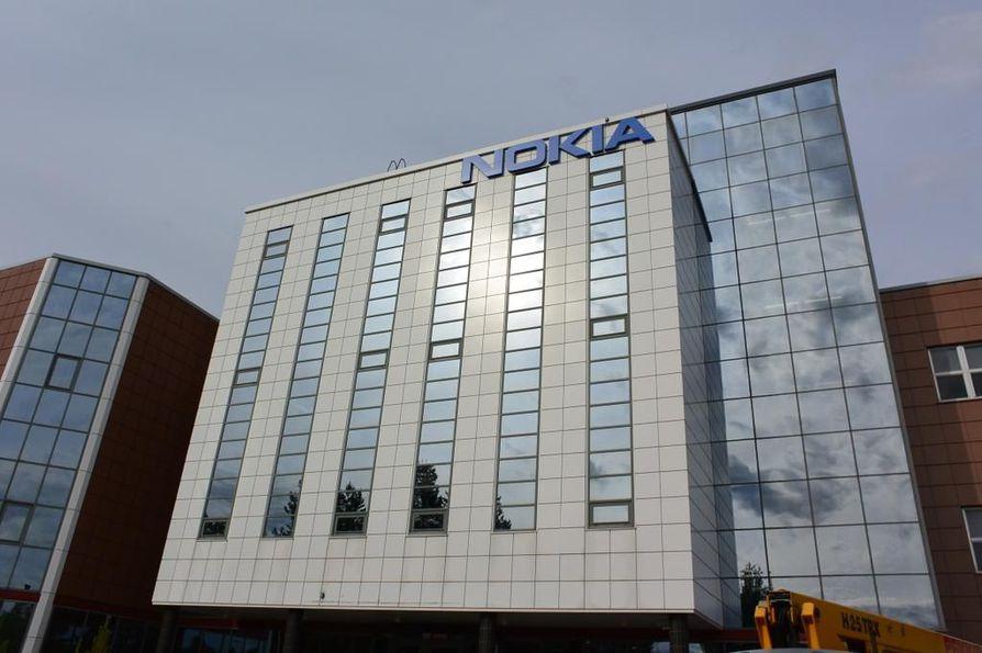 Nokialla on myös auki uusia työpaikkoja. Luottamusmies Risto Lehtilahti toivoo, että osa irtisanottavista työllistyy uudelleen talon sisälle.