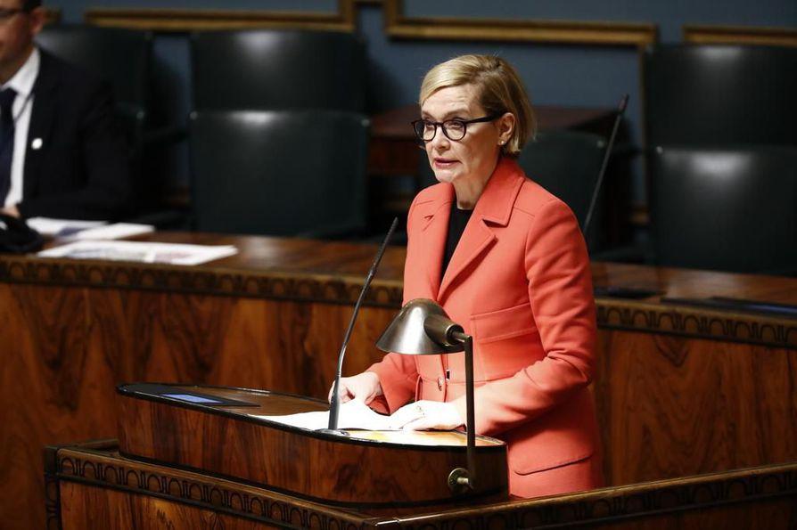 Kokoomuksen kansanedustaja, entinen sisäministeri Paula Risikko sanoi, että näyttää siltä, että hallitus on tuomassa palaamaan halukkaita aikuisia Suomeen valtion toimesta.