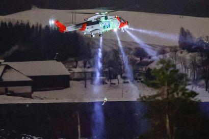 Norjan maanvyöryssä edelleen kateissa kymmenkunta ihmistä – yö ei auttanut etsinnöissä