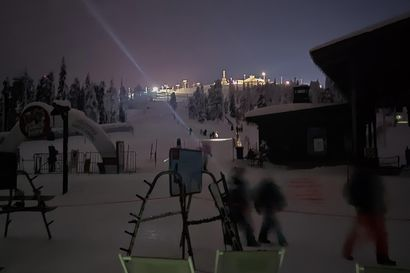 Otsalampun valossa tavarat asiakkaille – katkaisijavika pimensi Itä-Rukan hetkeksi maanantai-iltana