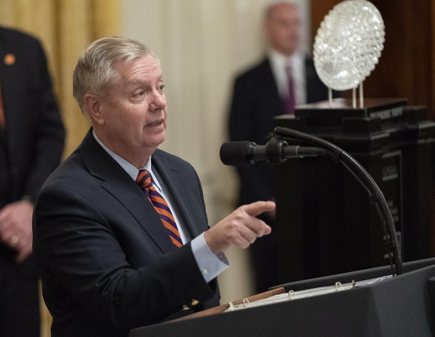 Republikaanivaikuttaja Lindsey Graham lupaa selvittää, onko maan hallituksessa laskettu ääniä presidentti Donald Trumpin poistamiseksi virasta.