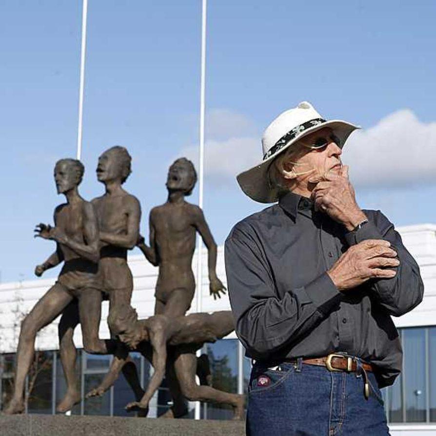 """""""Elämä tarvitsee ajattelijoita. Minä olen ajattelija"""", taiteilija Eino Romppanen sanoo. Hänen kaiken tekemisensä pohja on filosofiassa ja energisessä suhtautumisessa kaikkeen mitä elämä tuo eteen."""