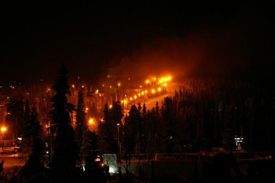 Hotelli Iso-Syötteen tiloissa syttyi tulipalo perjantaina kello yhden aikaan yöllä.