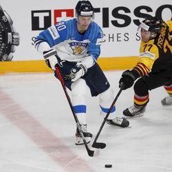 Kärpille jälleen yksi huippuvahvistus – MM-kisoissa loistanut Saku Mäenalanen palaa Ouluun peräti kolmen vuoden sopimuksella