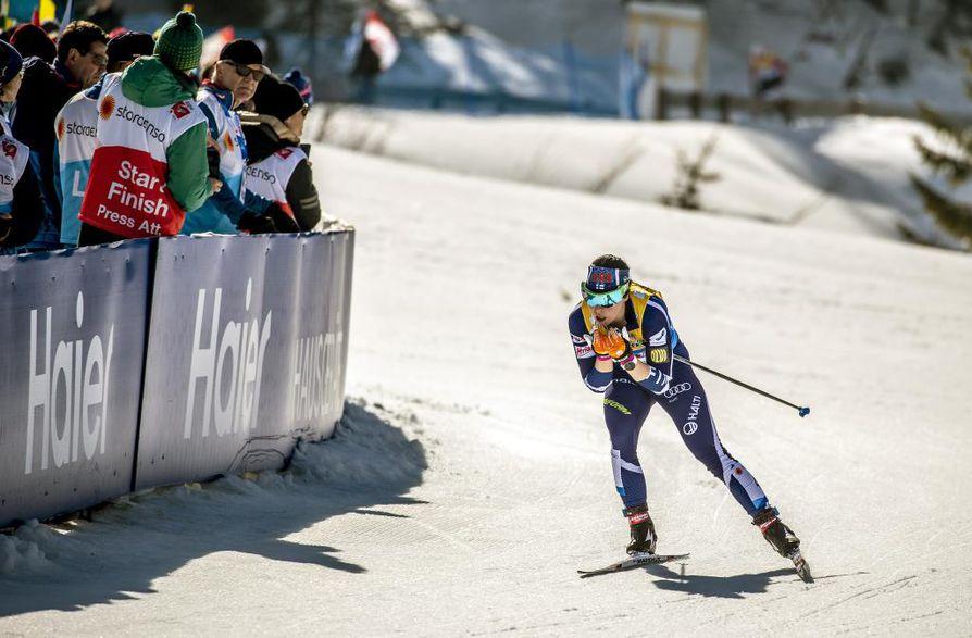 Krista Pärmäkoski oli Suomen toisen osuuden hiihtäjä.