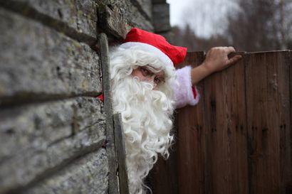 Tuoko joulupukki lahjat poikkeusjouluna dronella? Katso lukijan hyvän mielen video Haukiputaalta