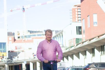 Monta tuntia seisten tärinässä – Timo Kangastie aikoo ajaa neljässä päivässä sähköpotkulaudalla Utsjoelta Helsinkiin