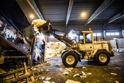 Yhdyskuntajätteen kuljetus keskitetään kunnille, jos ehdotus toteutuu – vanhat riidat repivät yhä rajusti jätekenttää