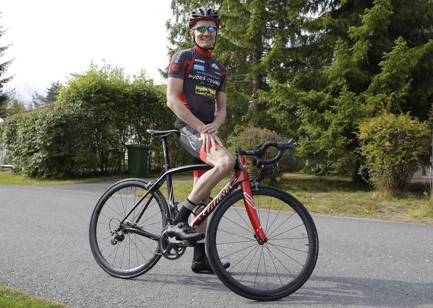 Antti Räty harjoittelee 10–15 tuntia viikossa. Oulun alueen harjoitusreitit ovat Rädyn mukaan vaihtelevat. Talvisin Räty hiihtää ja pyöräilee sään salliessa.