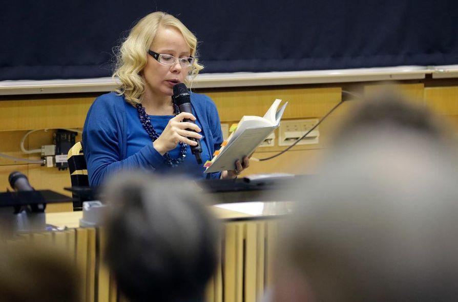 Pauliina Rauhalan esikoiskirja Taivaslaulu on ollut poikkeuksellisen suosittu.