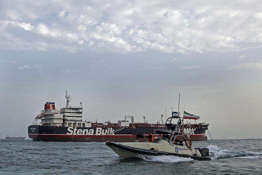 Iranin vallankumouskaartin alus kulki heinäkuussa kaapatun Stena Impero -tankkerin rinnalla Iranin aluevesillä.