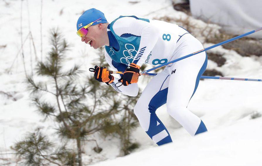 Iivo Niskasen ensimmäinen isku 50 kilometrin kisassa tapahtui jo 15 kilometrin jälkeen.
