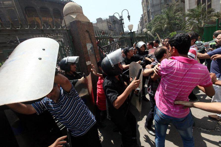 Egyptin levottomuuksissa on kuollut satoja ihmisiä.