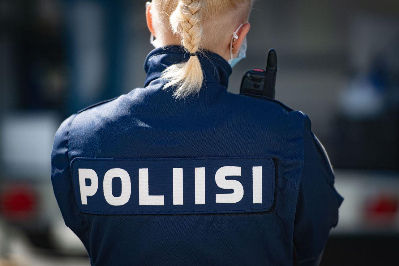 Myllytullissa K-marketin teräaseella uhaten ryöstänyt kaksikko paossa, Oulun poliisi antoi tuntomerkit ja pyytää yleisövihjeitä