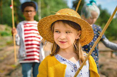 Elokuva-arvio: Siskosten kilpajuoksu koulunpenkille