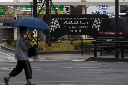 F1-järjestäjät toivovat sään paranevan sunnuntaiksi – aika-ajon peruuntuminen toisi Bottakselle paalupaikan